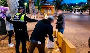 La Policía interpone más de mil multas por el botellón